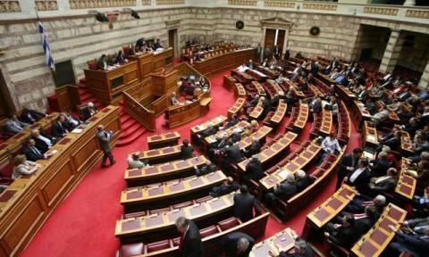Βουλή: Ψηφίστηκε το νομοσχέδιο «Εκδημοκρατισμός της Διοίκησης»
