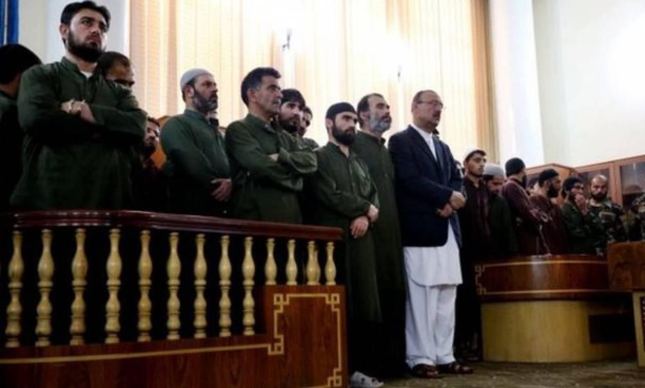 Σε θάνατο καταδικάστηκαν 4 Αφγανοί που λίντσαραν μια αθώα γυναίκα
