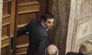 Ο Αλέξης Τσίπρας απαντά στη Βουλή για διαπλοκή και αλλαγές στην Παιδεία