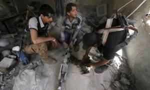 «Η Γαλλία έδινε φονικά όπλα στους Σύρους αντάρτες παρά το εμπάργκο»