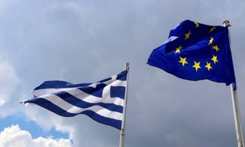 Der Standard: Η διαγραφή ελληνικού χρέους θα έπρεπε να έχει γίνει από καιρό