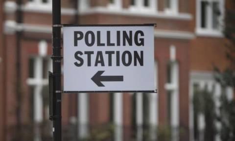 Εκλογές στη Βρετανία: Ανοίγουν οι κάλπες για την αμφίρροπη εκλογική αναμέτρηση