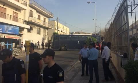 Συγκεντρώσεις έξω από τις φυλακές Κορυδαλλού για τη δίκη της Χρυσής Αυγής (Photos-Video)