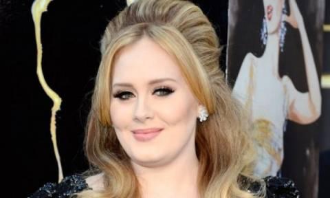 Η Adele σε μία εμφάνιση που θα σας σοκάρει! Μα τι μεταμόρφωση είναι αυτή;