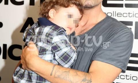 Τον είδαμε αγκαλιά με το γιο του και «λιώσαμε»