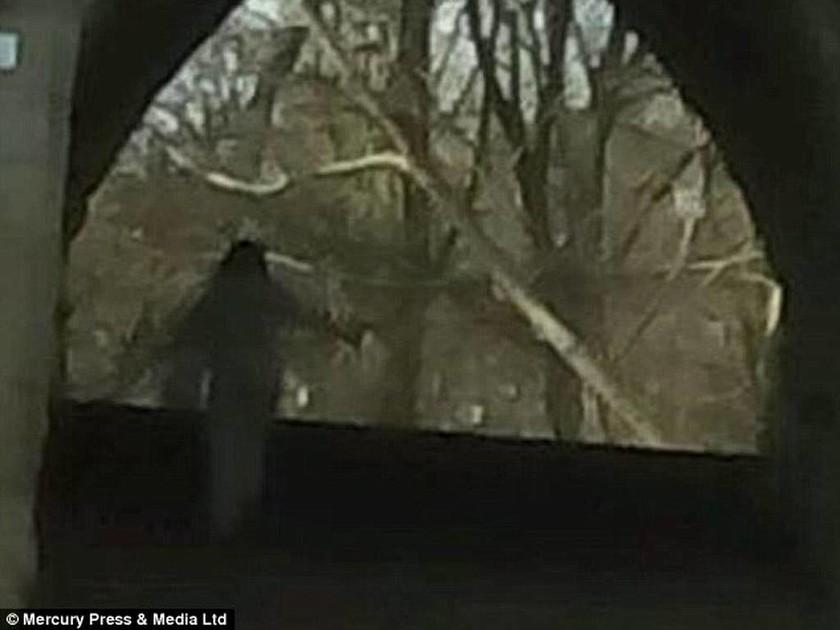 Κοίτα πίσω σου… υπάρχει ένα φάντασμα!