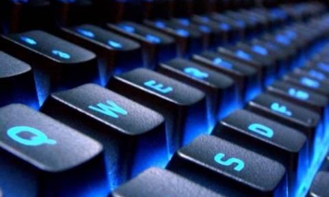 ΕΛ.ΑΣ: Επιτήδειοι που υπόσχονται cybersex, σας βιντεοσκοπούν για να σας εκβιάσουν!