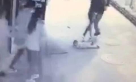 Σοκ με τον άγριο ξυλοδαρμό δίχρονου παιδιού από 28χρονο άνδρα (video)