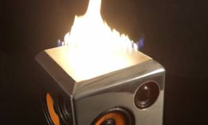 Sound Torch.Το ηχείο που βάζει φωτιά (κυριολεκτικά) στην ακουστική σας εμπειρία!