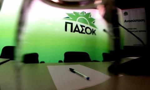 ΠΑΣΟΚ: Τσίπρας και Βαρουφάκης δουλεύουν τον ελληνικό λαό