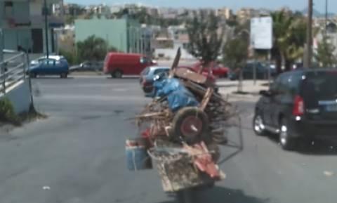 Κρήτη: Ο παλιατζής που κάνει θραύση στο διαδίκτυο (video)