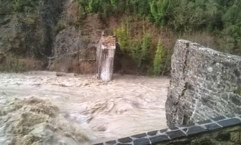 Ξυδάκης: Αρχίζει η αναστήλωση του γεφυριού της Πλάκας