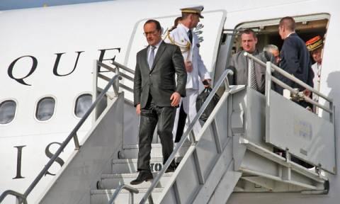 «Ιστορική» επίσκεψη του Ολάντ στην Κούβα
