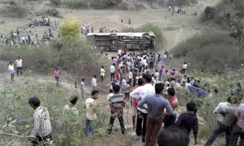 Ινδία: Τουλάχιστον 23 νεκροί σε τροχαίο δυστύχημα με λεωφορείο