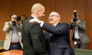 «Περιζήτητος» ο Βαρουφάκης στο Eurogroup (pics)