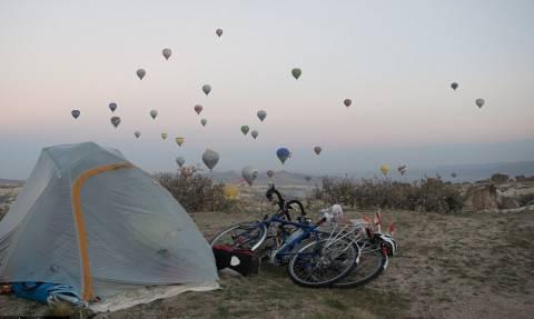 Λονδίνο – Τόκυο με ποδήλατο: Εγκατέλειψαν την άνεσή τους για ένα ταξίδι ζωής! (pics)