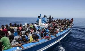 Σήμα κινδύνου για χιλιάδες πρόσφυγες που παραμένουν παγιδευμένοι σε σκάφη