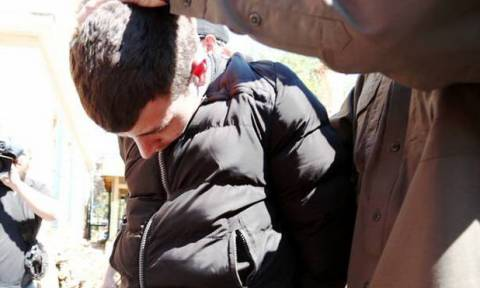 Υπόθεση Άννυ: Η στιγμή της επίθεσης εναντίον του δολοφόνου της 4χρονης έξω από την Ευελπίδων