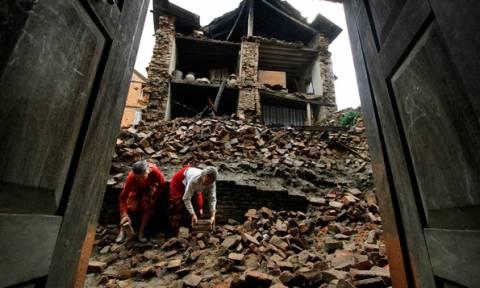 Νεπάλ: Σεισμός 7,4 βαθμών σπέρνει τον πανικό στο Κατμαντού