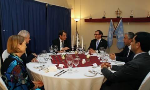 Κυπριακό: Ξαναρχίζουν οι συνομιλίες μεταξύ των δύο κοινοτήτων