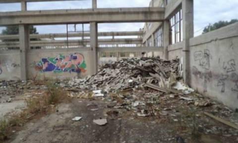 Θεσσαλονίκη: Κινητοποίηση για τα συντρίμμια αμίαντου που βρέθηκαν δίπλα σε σχολεία
