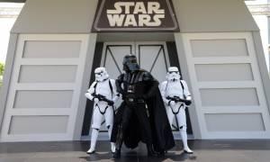 Έξι χιλιάδες θεατές έσπευσαν να φωτογραφηθούν με τον Darth Vader!