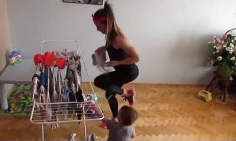 Το βίντεο που έγινε viral εν μια νυκτί! Πώς μπορούν να γυμναστούν οι μαμάδες!