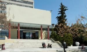 Ένταση στο ΑΠΘ - Κουκουλοφόροι με ρόπαλα μπήκαν στο πανεπιστήμιο