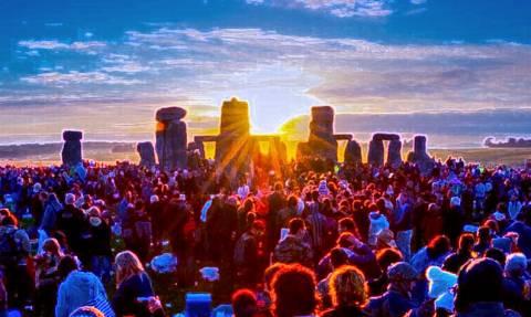 Υποδεχθείτε το θερινό ηλιοστάσιο στα Stonehenge (video)