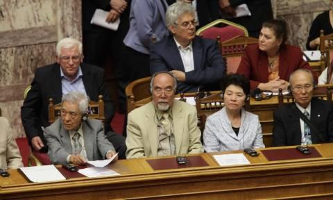 Στην Ολομέλεια της Βουλής αντιπροσωπεία του «Πλοίου της Ειρήνης» (pics)