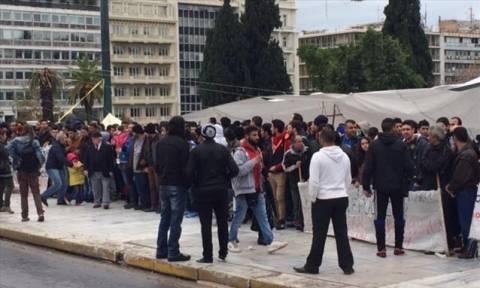Κλειστή η Μεσογείων λόγω διαμαρτυρίας Σύρων προσφύγων