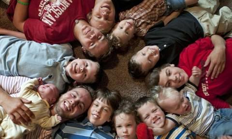 Μετά από 12 αγόρια πήγαιναν για το κορίτσι – Το πέτυχαν; (video & pics)