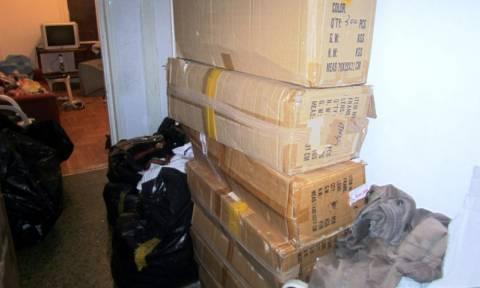 Βύρωνας: Εντοπίστηκε διαμέρισμα με χιλιάδες προϊόντα παρεμπορίου (photos)