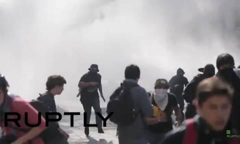 Χιλή: Αιματηρές συγκρούσεις για το εκπαιδευτικό – Δύο νεκροί φοιτητές (video)