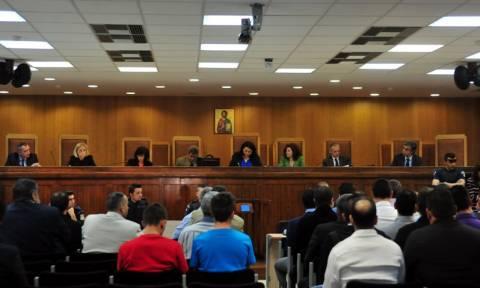 Εντείνονται οι πιέσεις για μεταφορά της δίκης της Χρυσής Αυγής