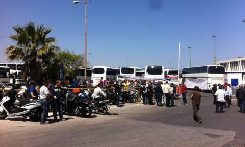 Ηράκλειο: Απεργία και συγκέντρωση διαμαρτυρίας των οδηγών τουριστικών λεωφορείων για τη ΣΣΕ (Video)