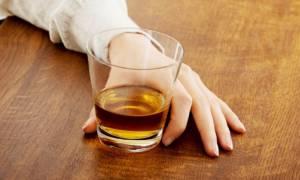 Πίνατε αλκοόλ πριν καταλάβετε ότι είστε έγκυος; Ποιες είναι οι πιθανές συνέπειες