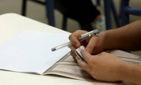 Πανελλήνιες 2015: Όλα έτοιμα για την Δευτέρα (18/5) - Με Νεοελληνική Γλώσσα ξεκινούν οι εξετάσεις