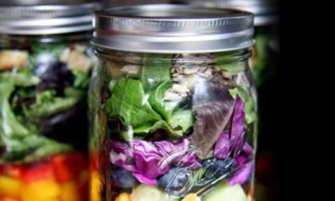 Φρέσκια σαλάτα για όλη την εβδομάδα: Δείτε το τρικ που θα σας λύσει τα χέρια