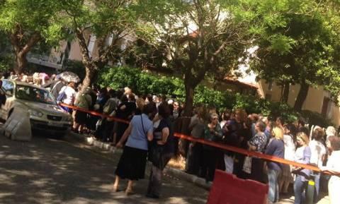 Εκατοντάδες πιστοί περιμένουν και σήμερα να προσκυνήσουν το λείψανο της Αγίας Βαρβάρας