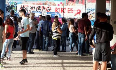 Πανελλήνιες 2015: Με Νεοελληνική Γλώσσα άνοιξε η αυλαία των εξετάσεων