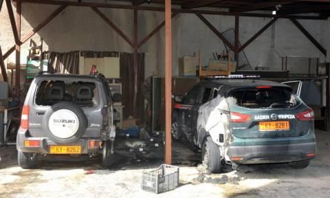 Κόρινθος: Άγνωστοι πυρπόλησαν αυτοκίνητα του Δασαρχείου