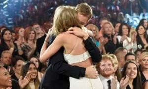 Eίναι επίσημο! Η Taylor Swift δίνει τα πρώτα δημόσια φιλιά στο αγόρι της Calvin Harris
