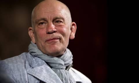 Ο Τζον Μάλκοβιτς κατηγορεί τη γαλλική εφημερίδα Le Monde για δυσφήμιση