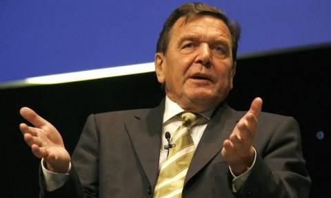 Σρέντερ: «Ήταν σωστό να βάλουμε την Ελλάδα στο ευρώ»