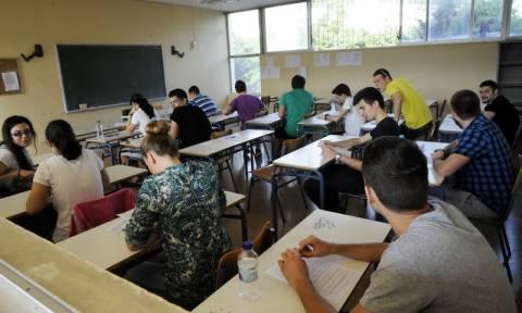 Πανελλήνιες 2015: Σε Βιολογία, Φυσική, Μαθηματικά και Ιστορία εξετάζονται οι υποψήφιοι