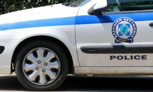 Απίστευτο τροχαίο στο κέντρο της Αθήνας - Η μηχανή του αυτοκινήτου πετάχτηκε από το καπό