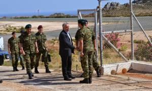 Ο ΥΦΕΘΑ Ν. Τόσκας σε στρατόπεδα του ΝΑ Αιγαίου (pics)