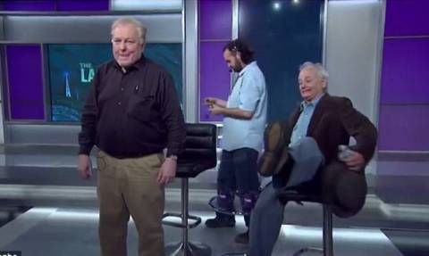 Η… τούμπα του Μπιλ Μάρεϊ σε τηλεοπτικό πλατό (video)