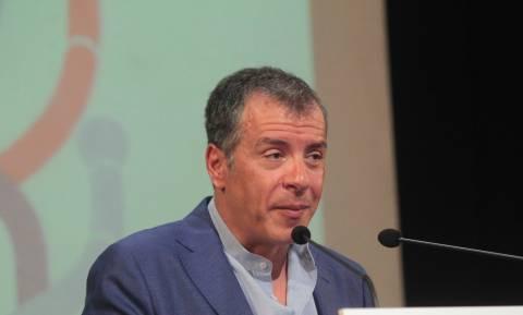 Θεοδωράκης: Να ενημερωθούν τα κόμματα για την πορεία των διαπραγματεύσεων